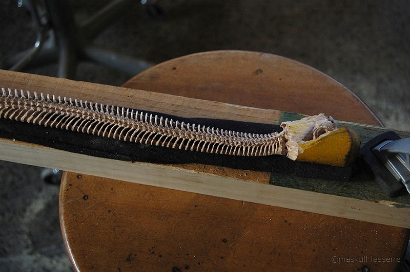 carved axe handle. carved axe with spine for handle shaft maskull lasserre (2)