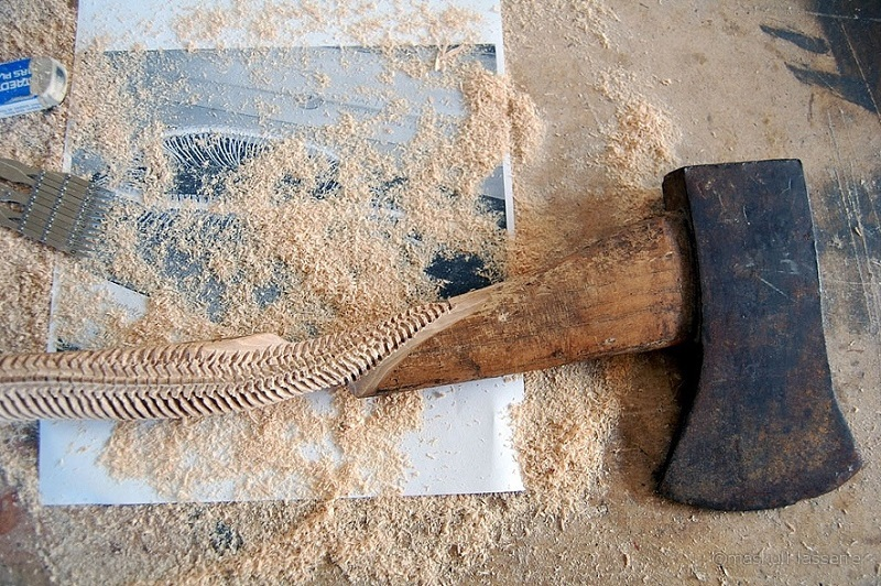 Maskull Lasserre Carves a Spine into the Handle of anAxe