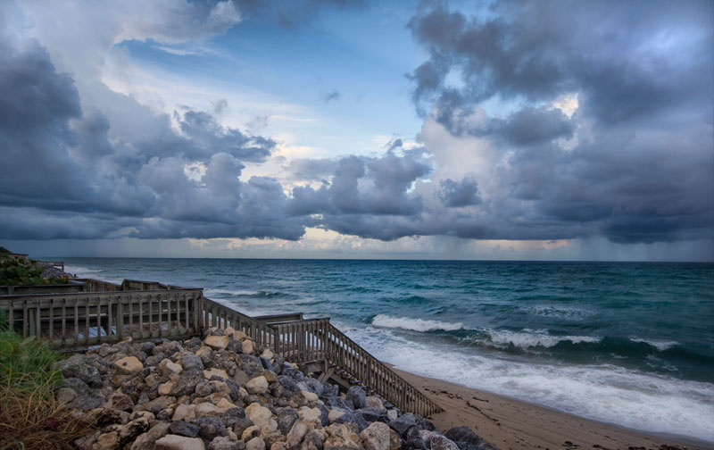 distant storm at sea palm beach florida trey ratcliff 21 Terrifyingly Beautiful Photos of Incoming Storm Clouds