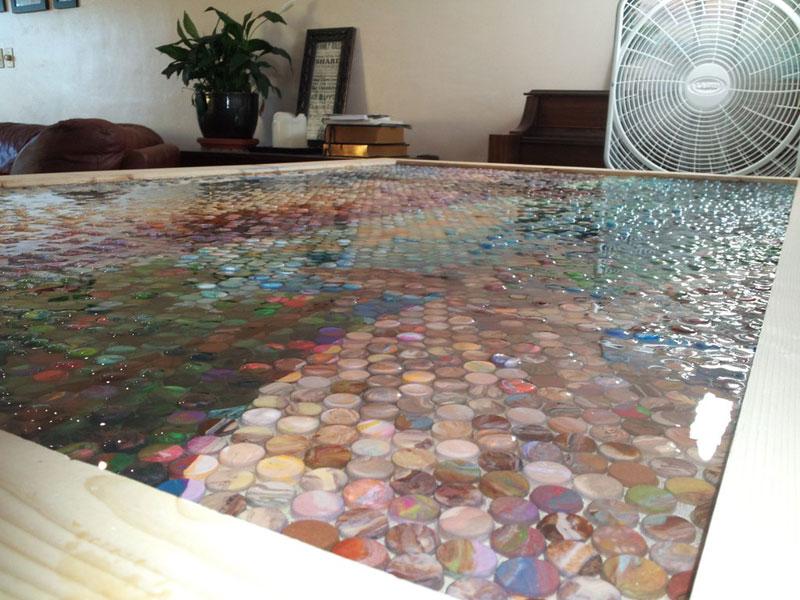 Madre hace un gran mosaico con 10.000 piezas de plastilina