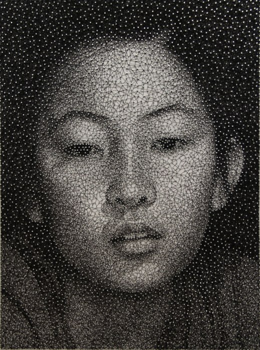 portraits made from single thread wrapped around nails kumi yamashita 1 This Artist Wrapped 24 km of Thread Around 13,000 Nails to Create This