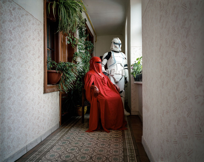 portraits of cosplayers at home by klaus pichler (12)