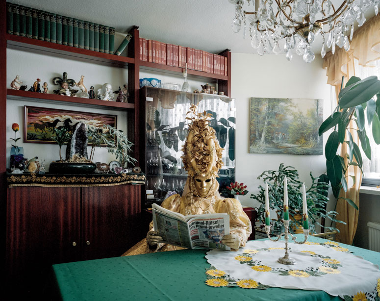 portraits of cosplayers at home by klaus pichler (4)