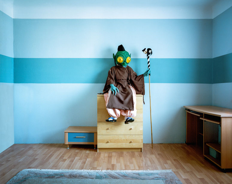 portraits of cosplayers at home by klaus pichler (9)