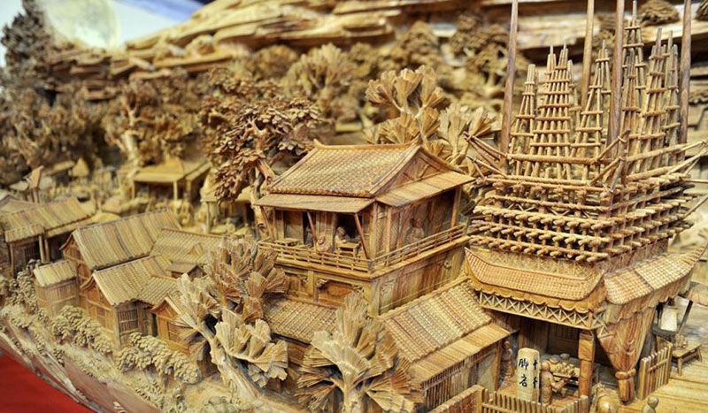 World's Longest Wooden Carving was Made from a Single Tree Trunk zheng chunhui (1)