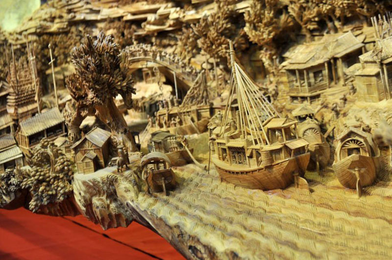 World's Longest Wooden Carving was Made from a Single Tree Trunk zheng chunhui (2)