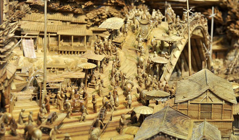 World's Longest Wooden Carving was Made from a Single Tree Trunk zheng chunhui (4)