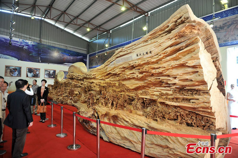 World's Longest Wooden Carving was Made from a Single Tree Trunk zheng chunhui (7)