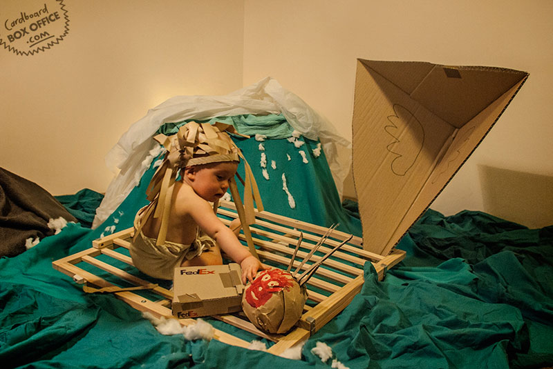 castaway Parents Recreate Movie Scenes with baby Son and cardboard
