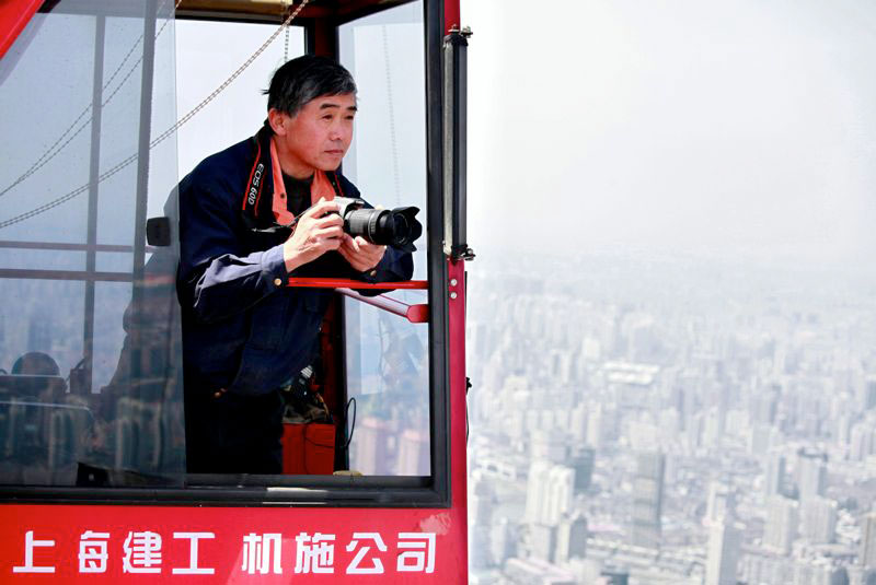 crane operator wei genshen photos of shanghai from above (1)