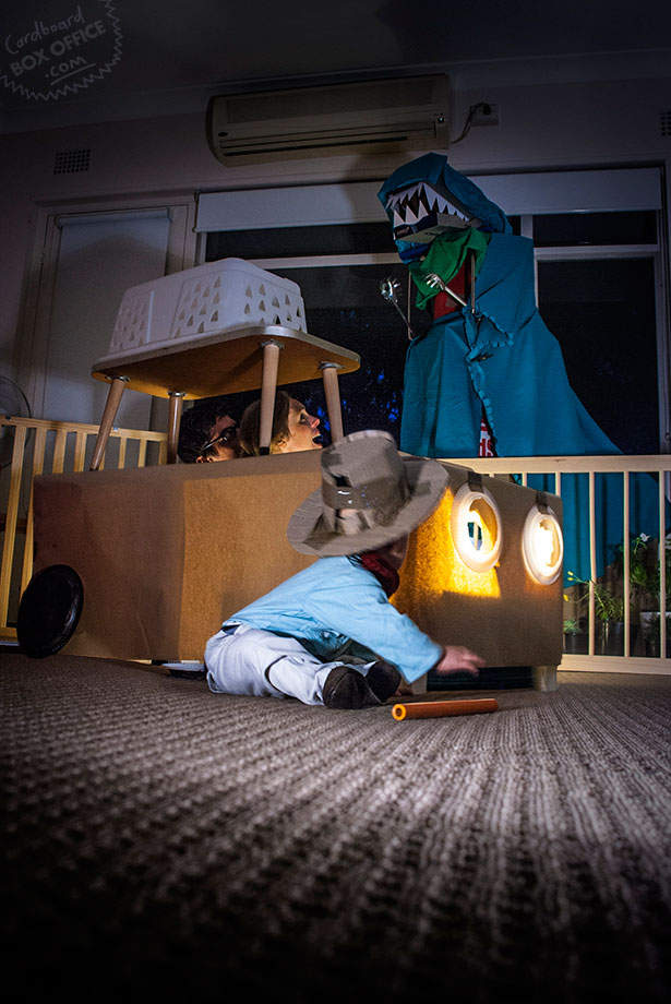 jurassicpark Parents Recreate Movie Scenes with baby Son and cardboard