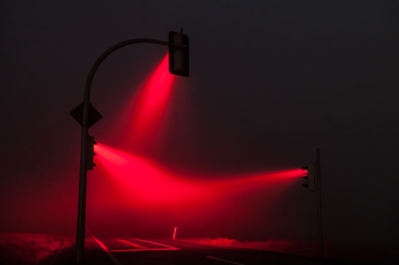 traffic lights in the fog long exposure by lucas zimmerman (2)