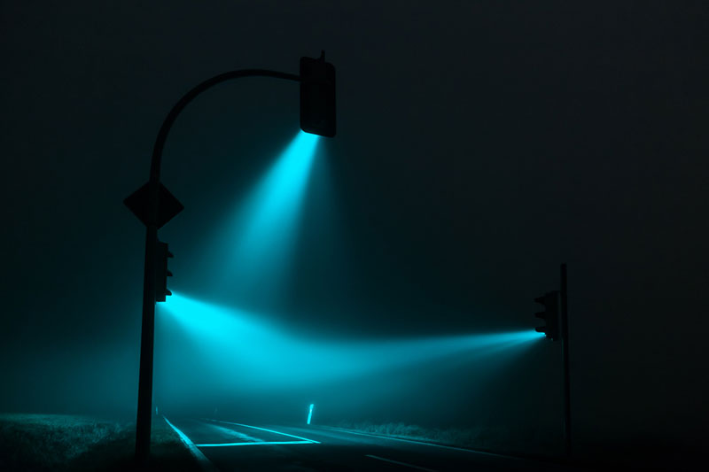 traffic lights in the fog long exposure by lucas zimmerman (4)