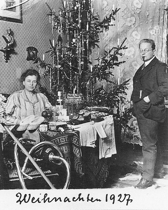 One Couple S Christmas Card Portraits From 1900 1942