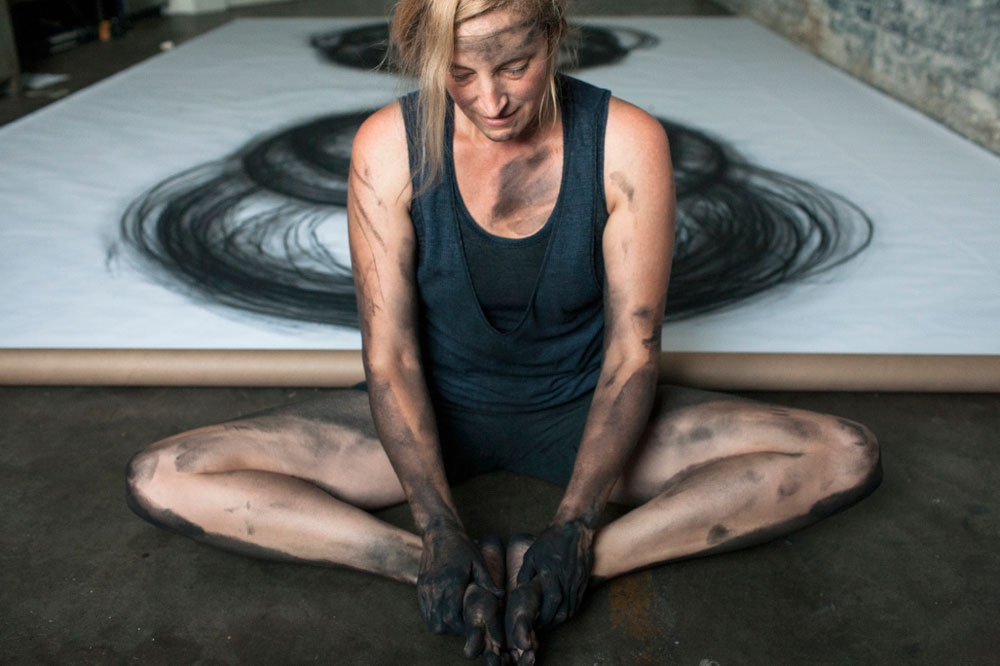 Heather Hansen Uses Entire Body to Create Larger than Life Charcoal Drawings (4)
