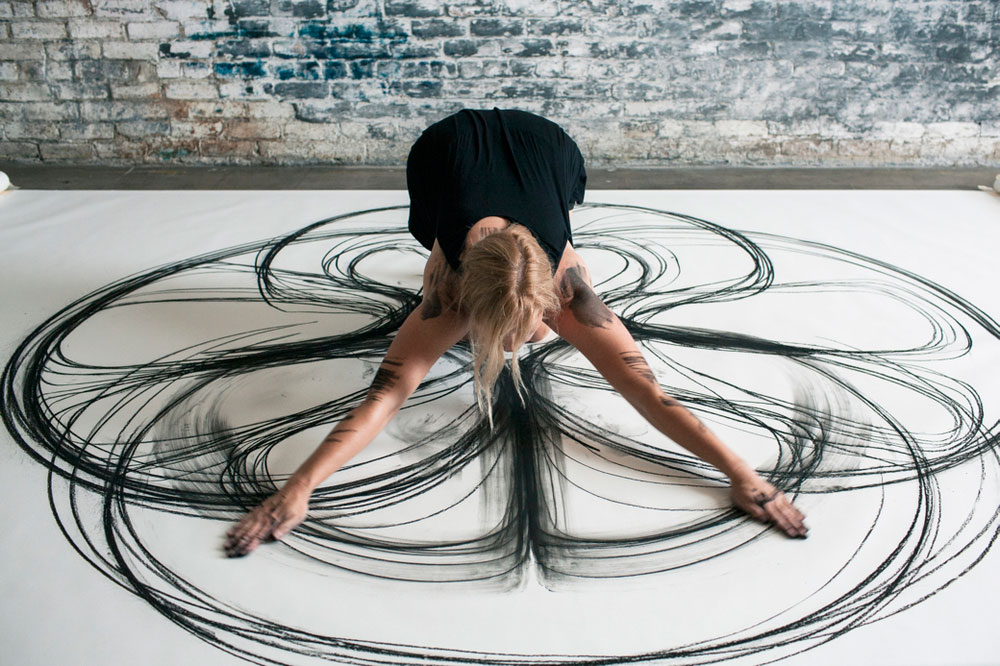Heather Hansen Uses Entire Body to Create Larger than Life Charcoal Drawings (7)