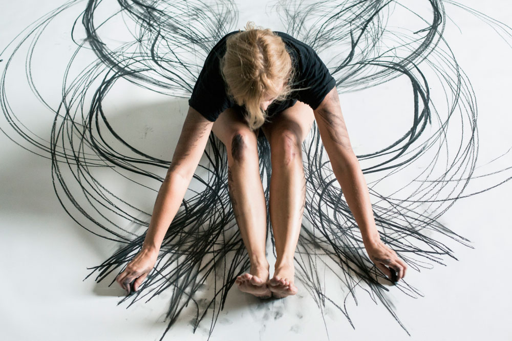 Heather Hansen Uses Entire Body to Create Larger than Life Charcoal Drawings (9)