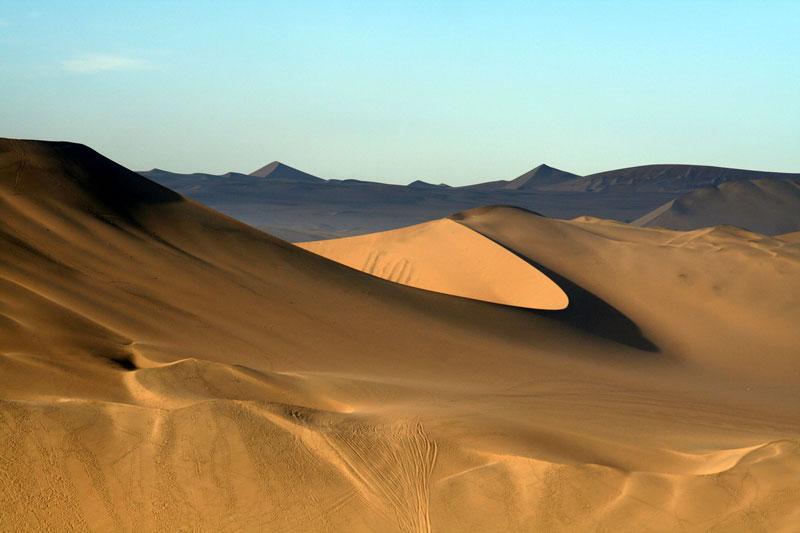 Huacachina village desert oasis in peru (5)