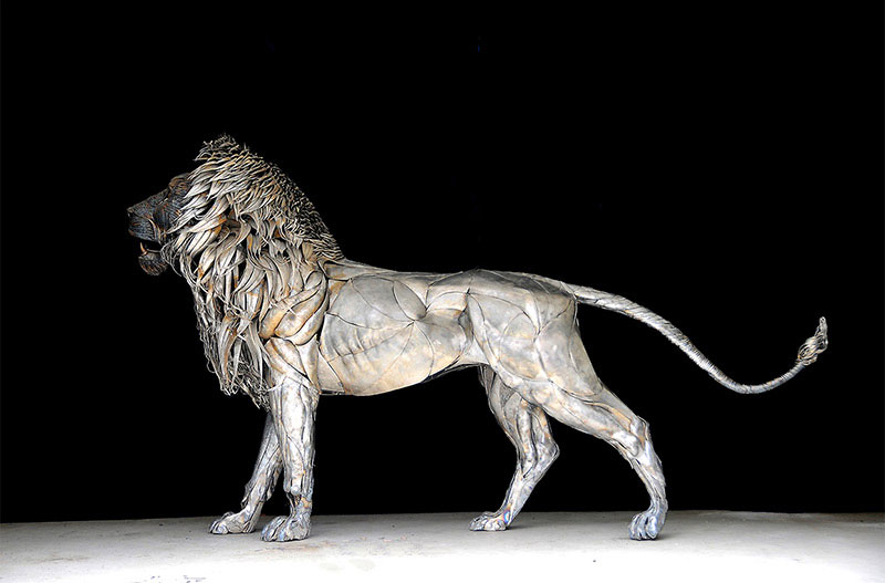Artist Turns 4000 Pieces of Metal Into 10 ft, 550 pound Lion ...