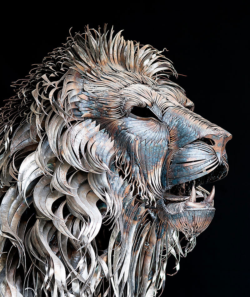 Artist Turns 4000 Pieces of Metal Into 10 ft, 550 pound LionSculpture