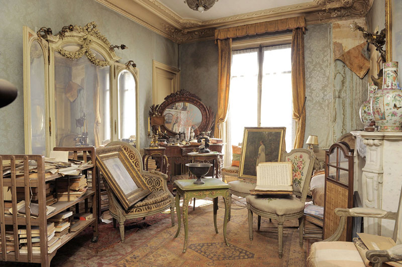 perfectly preserved paris apartment discovered after 70 years with valuables and paintings 7 This Sealed Bottle Garden Hasnt Been Watered Since 1972