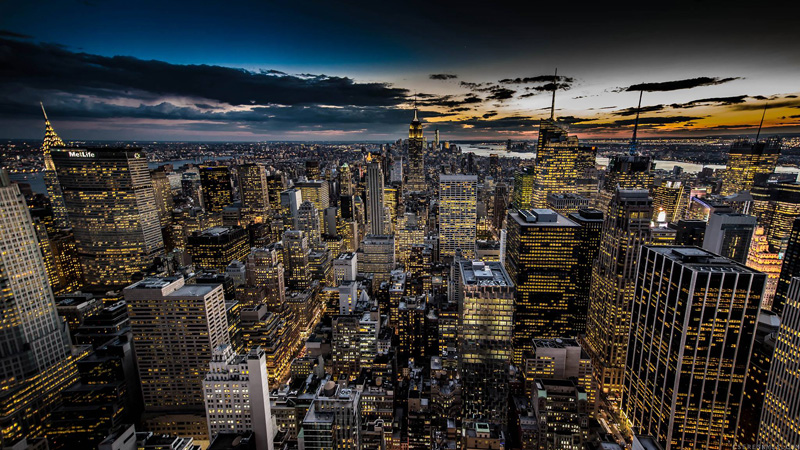 sunset in manhattan by ors cseresnyes  Picture of the Day: NYC from the Top of the Rock