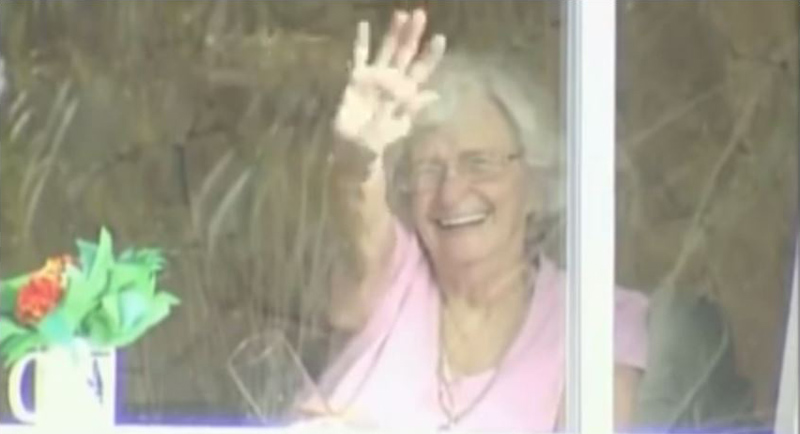 elderly woman that waves at passing students ever day Kid Puts Up Poster for Free Piano Concert. Event Goes Viral and Hundreds Show Up