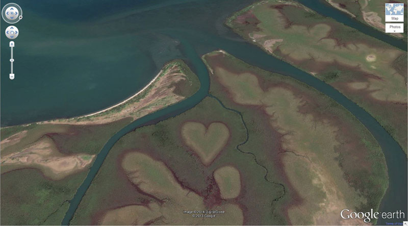 heart-shaped-land-formation-strange-google-earth