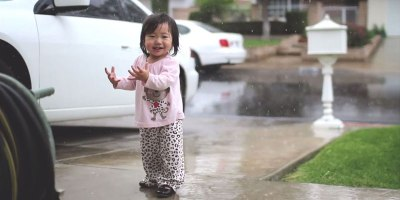 Mother Captures Daughter Experiencing Rain for the FirstTime