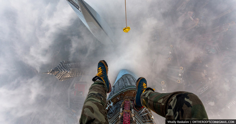 The Crazy Duo that Scaled the World's 2nd Tallest Building also Took some AmazingPhotos