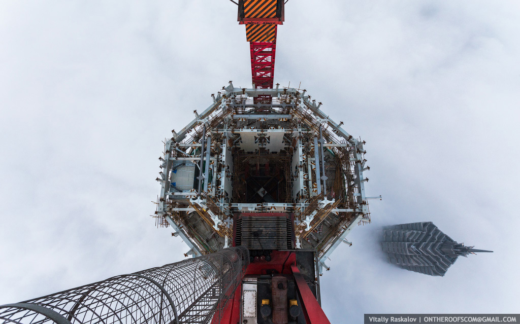 photos from shanghai tower climb vitaliy raskalov (4)