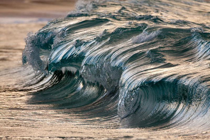 These Close-Ups of Tiny Waves Look Like Miniature Tsunamis