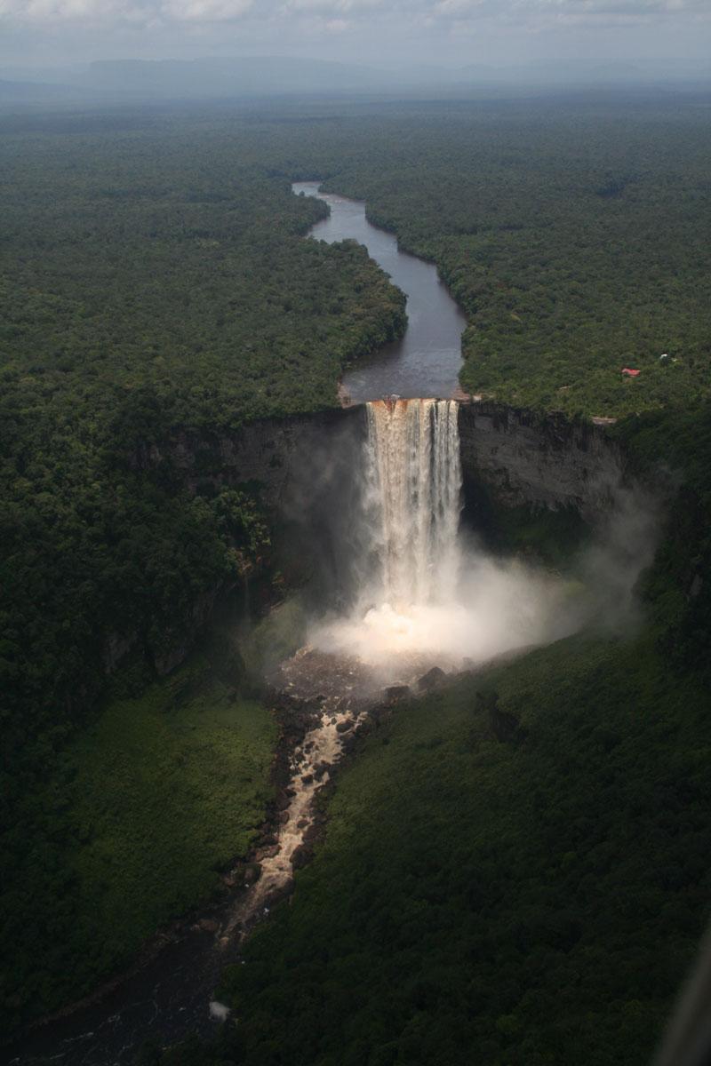 kaieteur falls guayana from an airplane