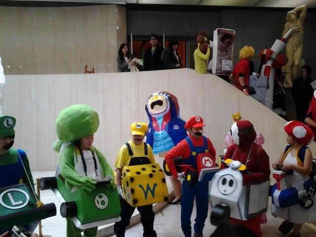 Kanazawa College of Art in Japan Lets Students Wear Costumes to Graduation (14)