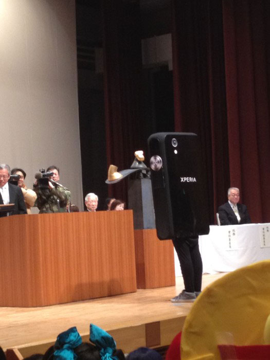 Kanazawa College of Art in Japan Lets Students Wear Costumes to Graduation (18)