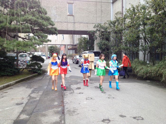 Kanazawa College of Art in Japan Lets Students Wear Costumes to Graduation (19)