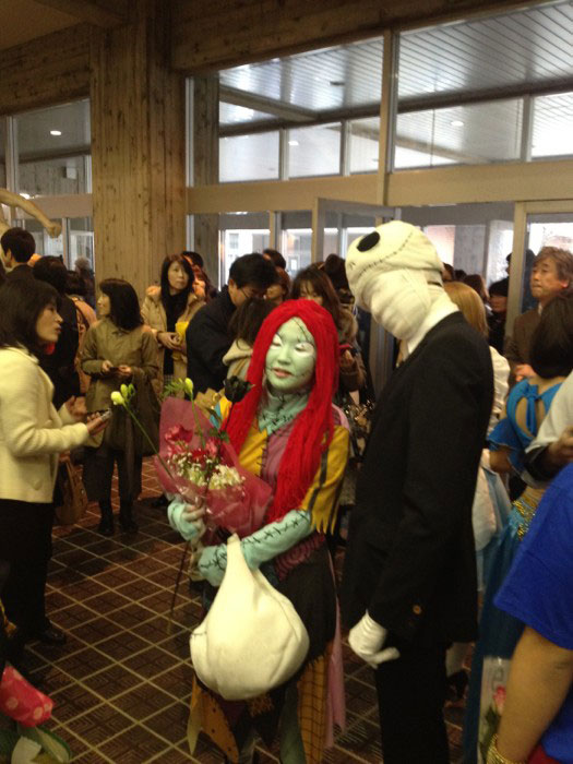 Kanazawa College of Art in Japan Lets Students Wear Costumes to Graduation (21)