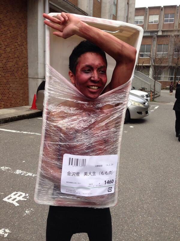 Kanazawa College of Art in Japan Lets Students Wear Costumes to Graduation (3)