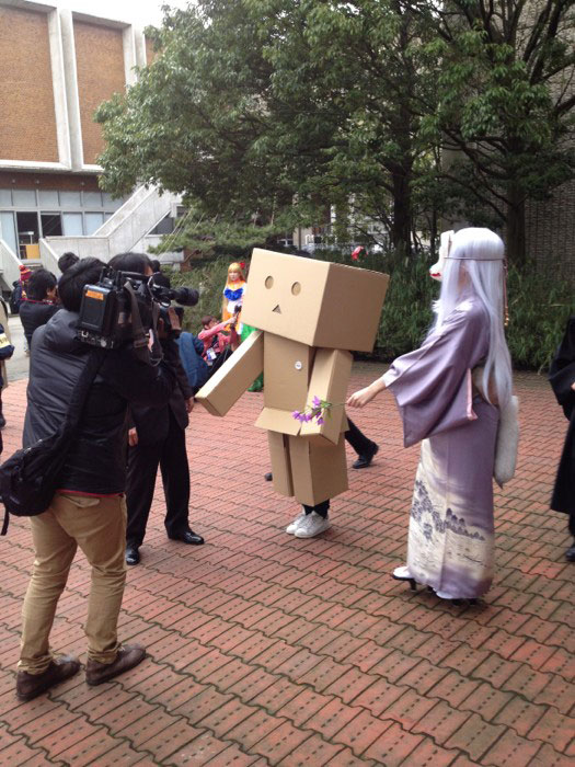 Kanazawa College of Art in Japan Lets Students Wear Costumes to Graduation (4)