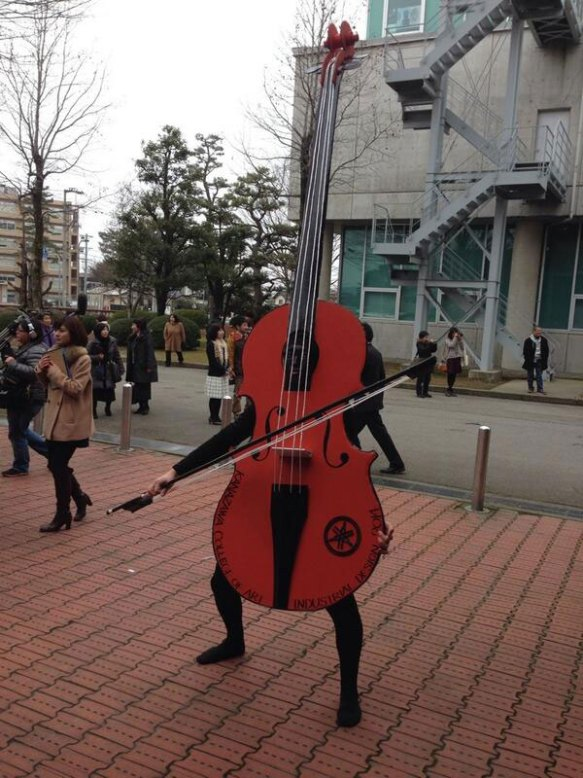 Kanazawa College of Art in Japan Lets Students Wear Costumes to Graduation (6)