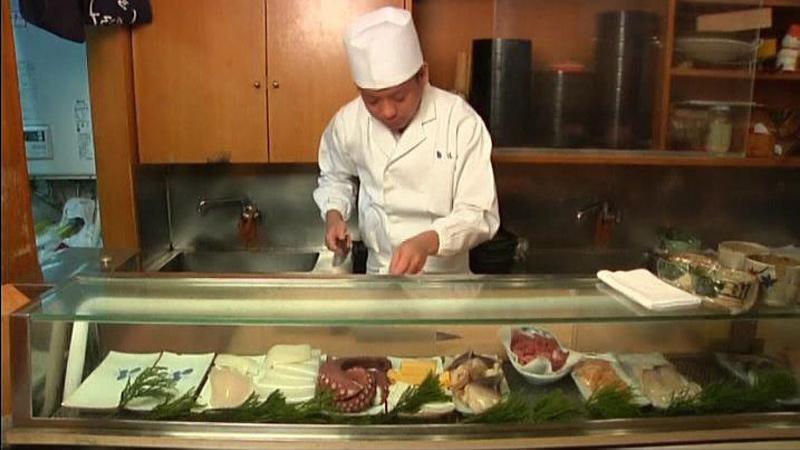 miniature sushi made with a single grain of rice chef hironori ikeno nohachi restaurant (2)