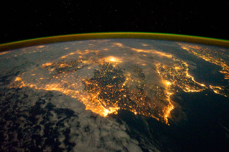 NASA-Toasts-Gravity-with-Real-Life-Images-from-Space (11)