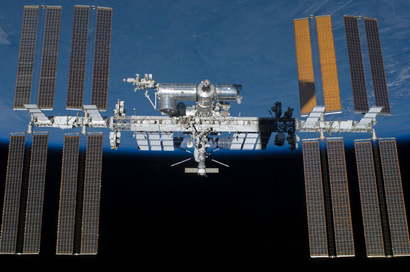 NASA-Toasts-Gravity-with-Real-Life-Images-from-Space (3)
