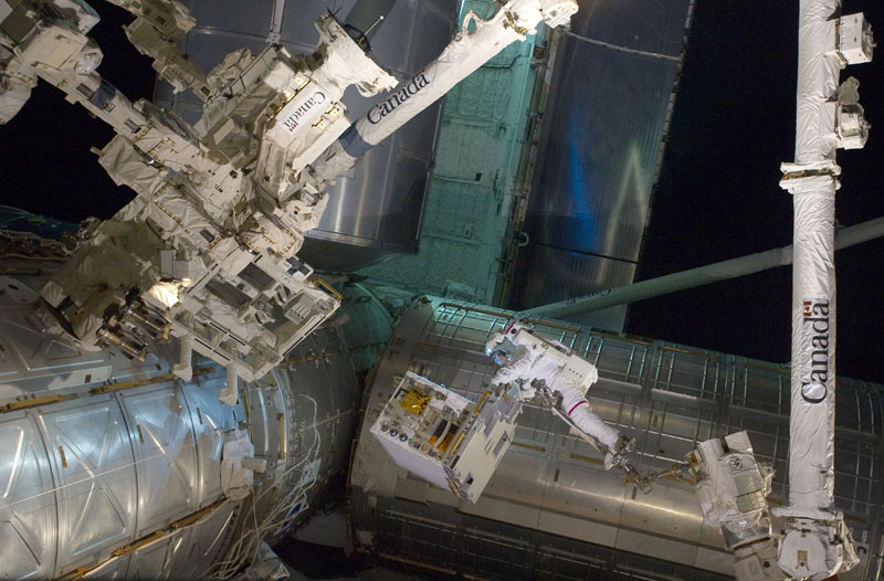 NASA-Toasts-Gravity-with-Real-Life-Images-from-Space (5)