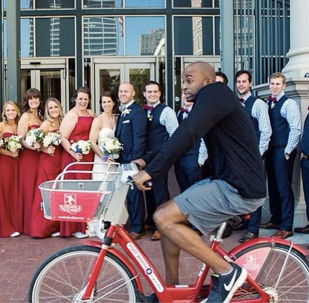 accidental photobomb bike wedding party The Shirk Report   Volume 262