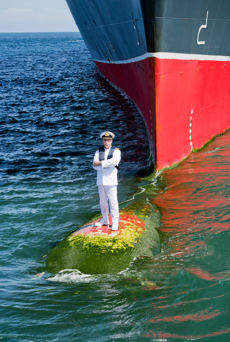 captain stands on bulbous bow of queen marry 2 (4)