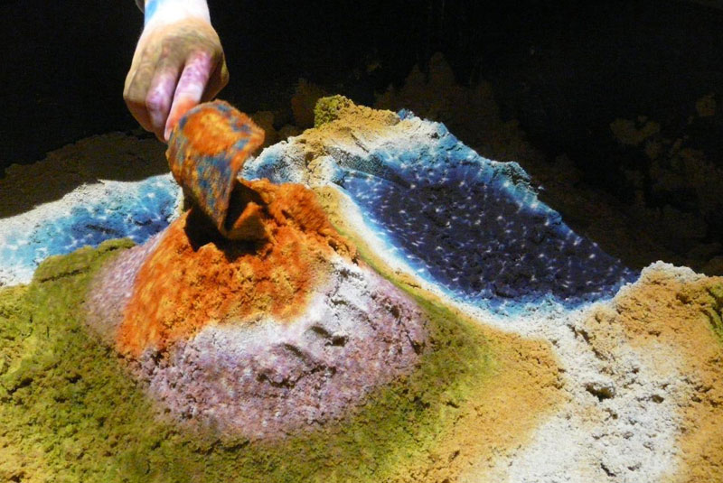 futuristic sandbox lets you build erupting volcanoes and flowing rivers (2)