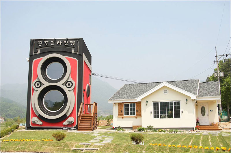 giant camera coffee shop south korea dreamy camera cafe (5)