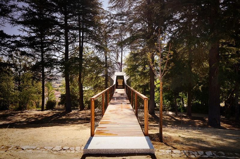 snake-shaped tree house by luis and tiago rebelo de andrade pedras salgadas spa and nature park (3)