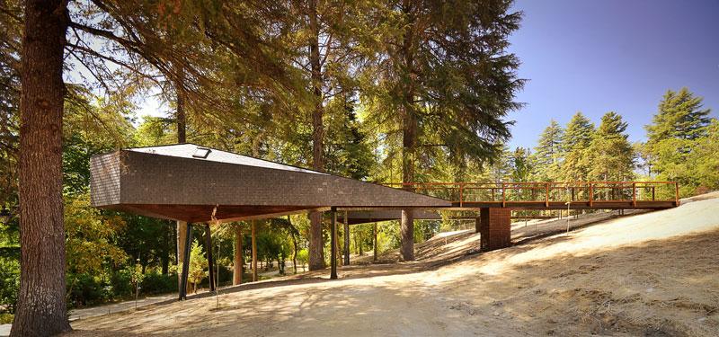 snake-shaped tree house by luis and tiago rebelo de andrade pedras salgadas spa and nature park (9)